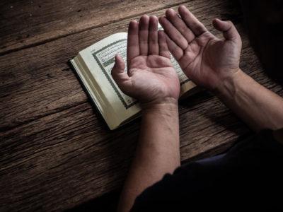 Tawakal Mediasi Diri Menuju Penghambaan yang Hakiki