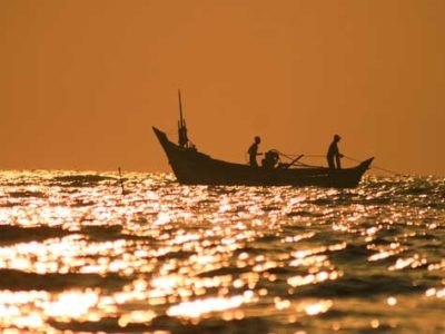 Suatu hari terdapat dua orang nelayan yang sedang mencari ikan di tengah-tengah laut. Mereka berdua, Si Alim dan Si Bahlul.