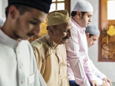 lakukanlah syariat tapi jangan abaikan hakikat