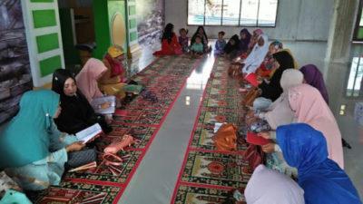 Ibu-Ibu Di Tempat Tinggalku Sibuk Memburu Syafa'at Baginda Nabi