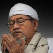 Sang Guru Besar yang Dikenal dan Dikenang: Biografi KH Basori Alwi Murtadlo