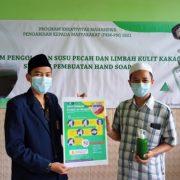 Tingkatkan Kualitas Kebersihan Lingkungan Pondok dan Produktivitas Santri, Mahasiswa UB Latih Santri Kelola Susu Pecah dan Limbah Kulit Kakao Jadi Hand Soap