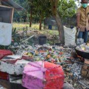 Pengolahan Sampah Plastik Menjadi Paving